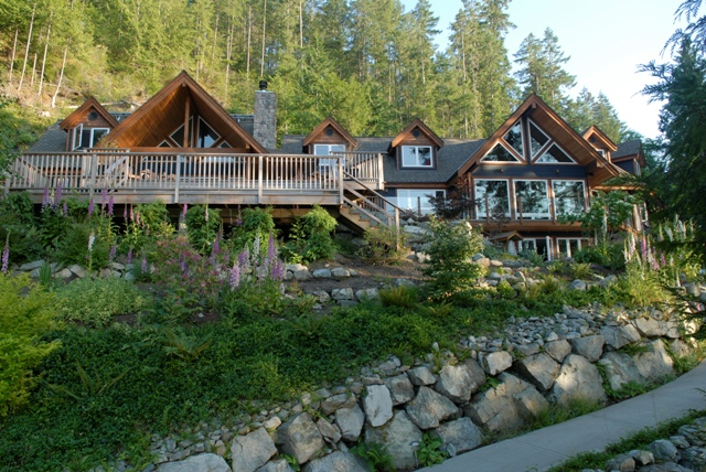 If you're looking for 5-star luxury on the lakefront, consider Sakinaw Lake Retreat & Guest Cottage.